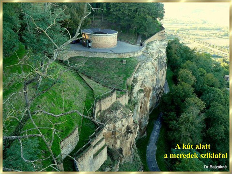 A kút alatt a meredek sziklafal 41