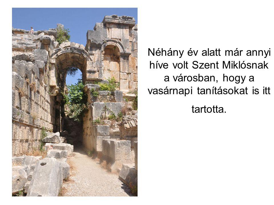 Néhány év alatt már annyi híve volt Szent Miklósnak a városban, hogy a vasárnapi tanításokat is itt tartotta.