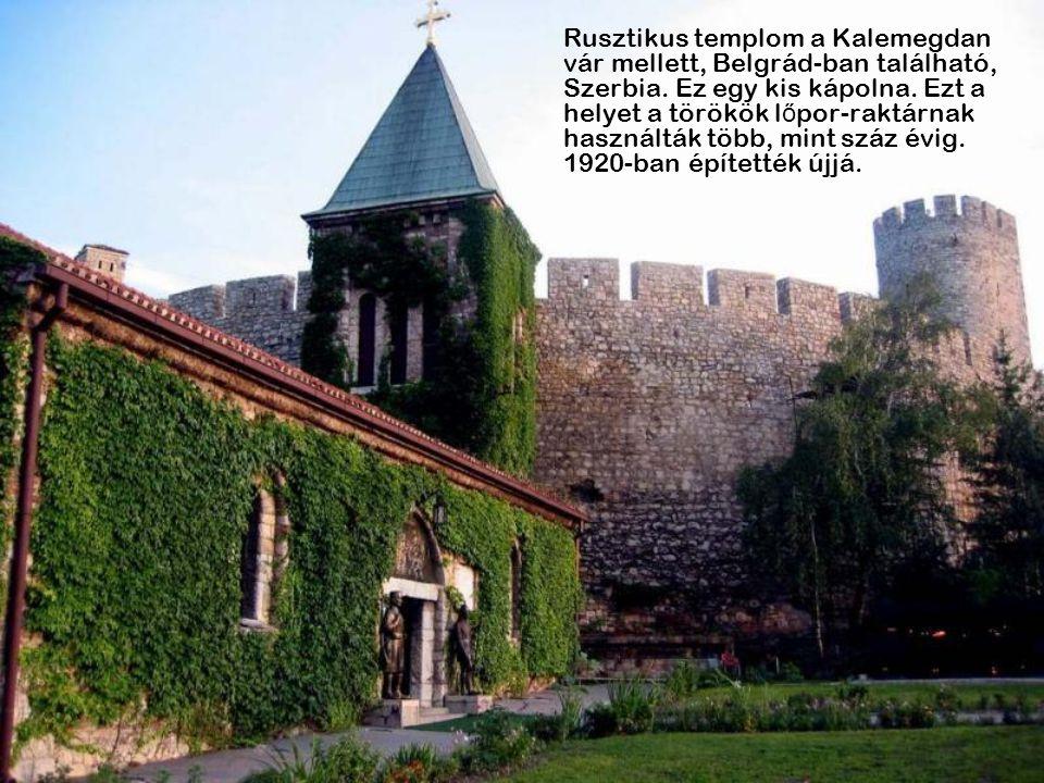 Rusztikus templom a Kalemegdan vár mellett, Belgrád-ban található, Szerbia.