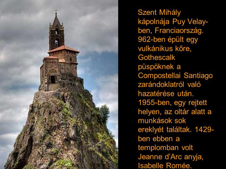 Szent Mihály kápolnája Puy Velay-ben, Franciaország