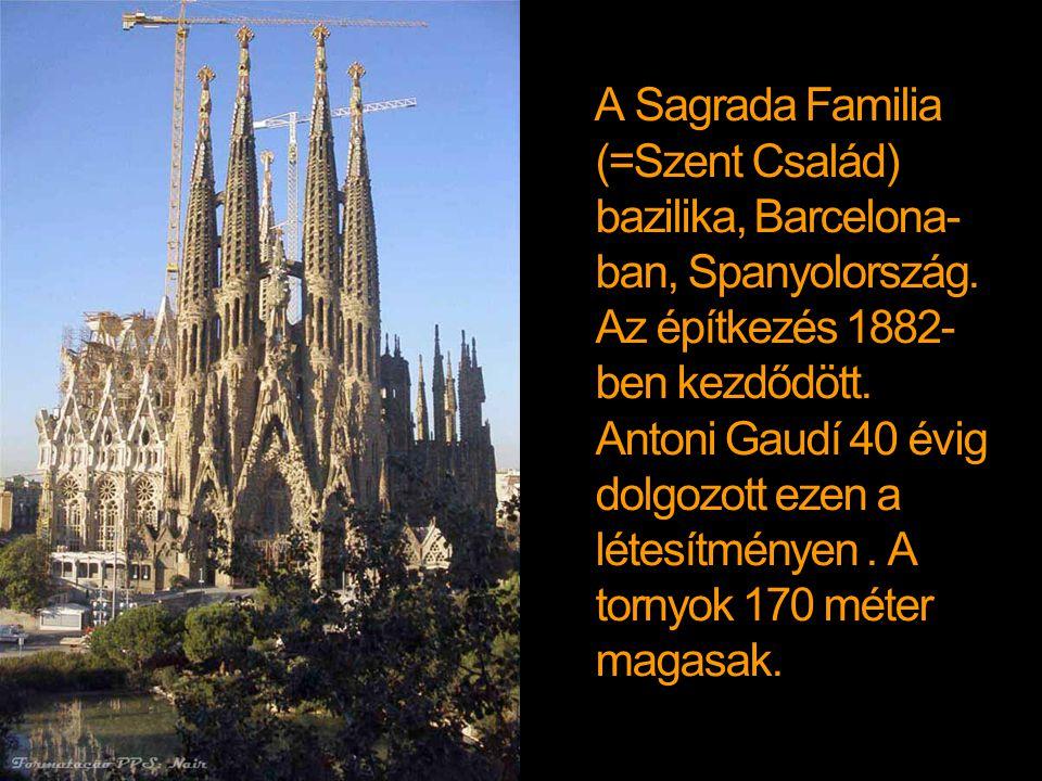 A Sagrada Familia (=Szent Család) bazilika, Barcelona-ban, Spanyolország.
