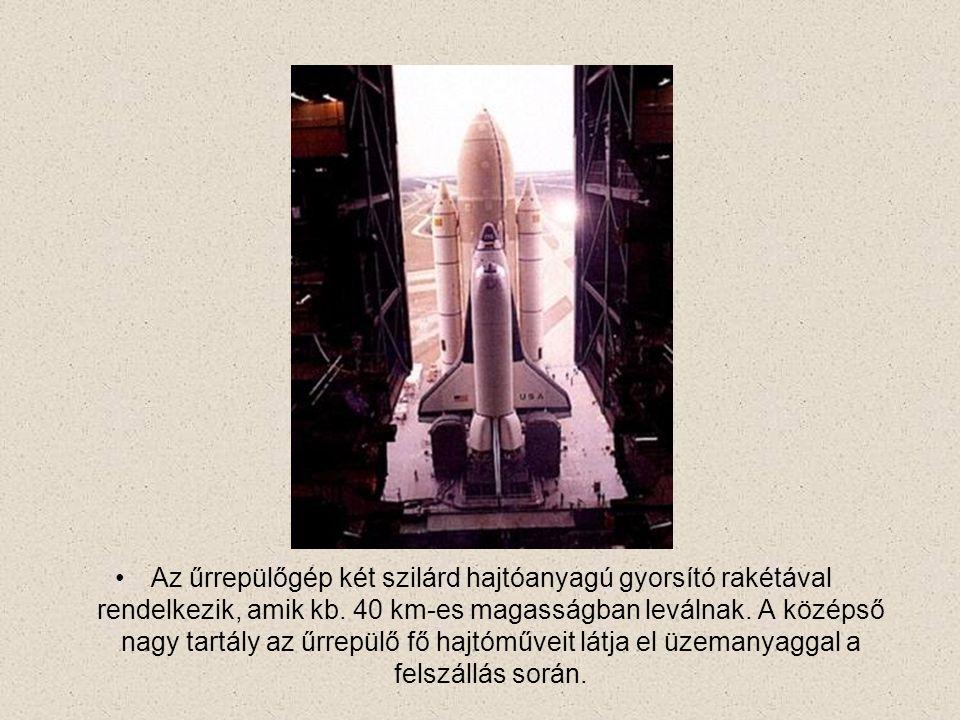 Az űrrepülőgép két szilárd hajtóanyagú gyorsító rakétával rendelkezik, amik kb.