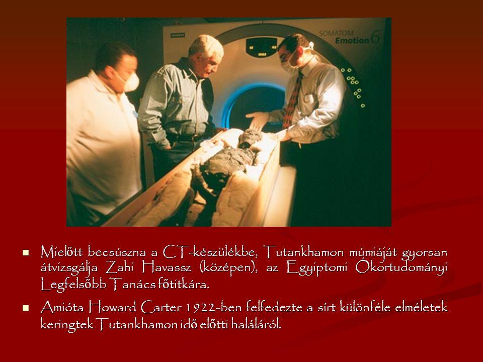 Mielőtt becsúszna a CT-készülékbe, Tutankhamon múmiáját gyorsan átvizsgálja Zahi Havassz (középen), az Egyiptomi Ókortudományi Legfelsőbb Tanács főtitkára.