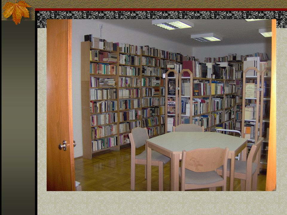Ilyen a mi iskolánk könyvtára is.