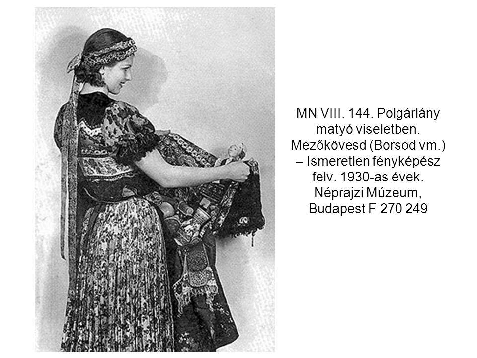 MN VIII. 144. Polgárlány matyó viseletben. Mezőkövesd (Borsod vm
