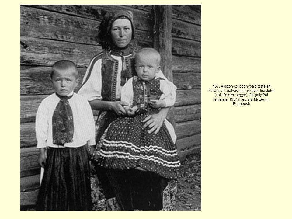 157. Asszony zubbonyba öltöztetett kislánnyal, gatyás legénykével