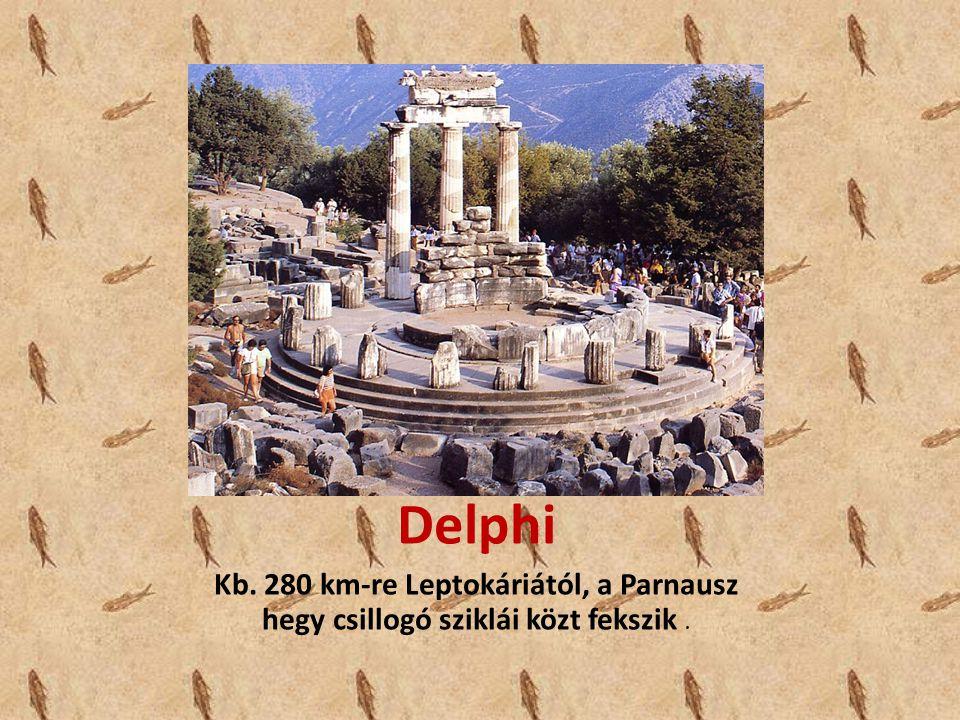 Delphi Kb. 280 km-re Leptokáriától, a Parnausz hegy csillogó sziklái közt fekszik .