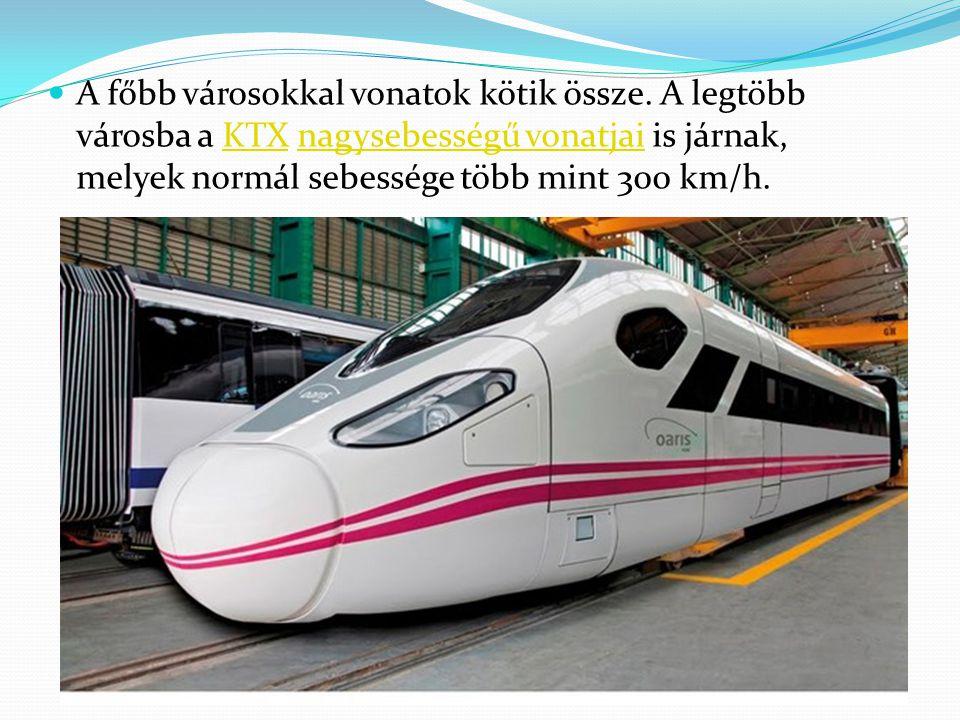 A főbb városokkal vonatok kötik össze