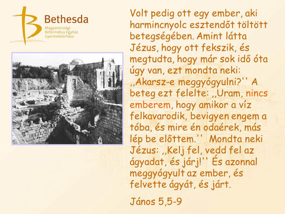 Volt pedig ott egy ember, aki harmincnyolc esztendőt töltött betegségében. Amint látta Jézus, hogy ott fekszik, és megtudta, hogy már sok idő óta úgy van, ezt mondta neki: ,,Akarsz-e meggyógyulni A beteg ezt felelte: ,,Uram, nincs emberem, hogy amikor a víz felkavarodik, bevigyen engem a tóba, és mire én odaérek, más lép be előttem. Mondta neki Jézus: ,,Kelj fel, vedd fel az ágyadat, és járj! És azonnal meggyógyult az ember, és felvette ágyát, és járt.