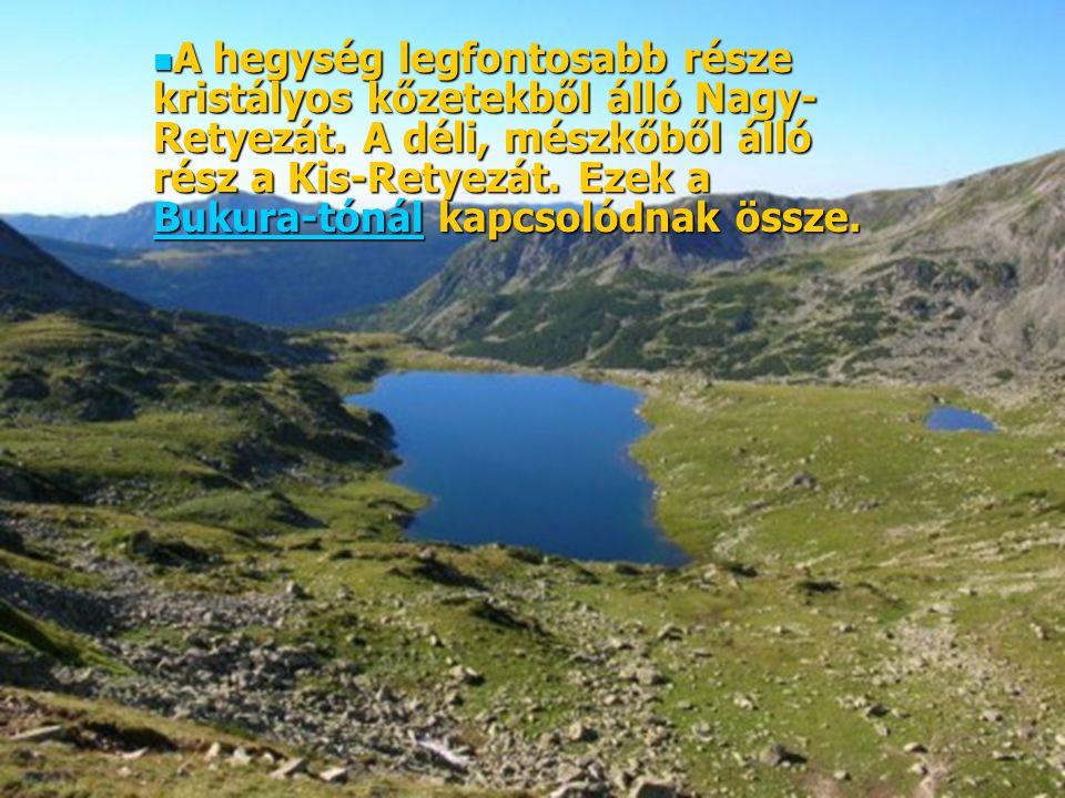 A hegység legfontosabb része kristályos kőzetekből álló Nagy-Retyezát