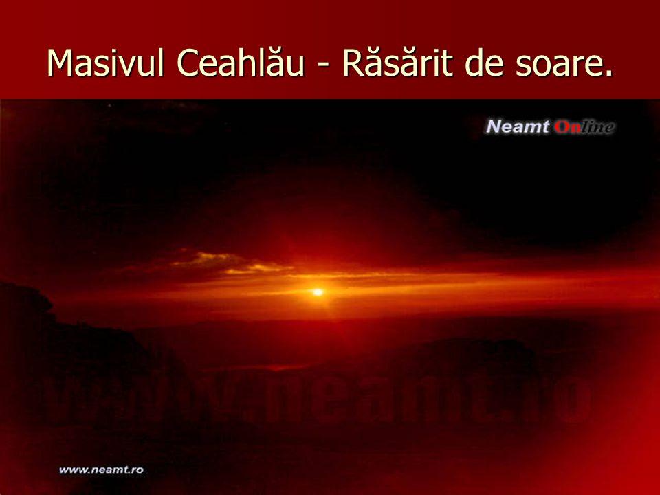 Masivul Ceahlău - Răsărit de soare.