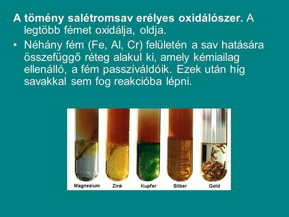 A tömény salétromsav erélyes oxidálószer