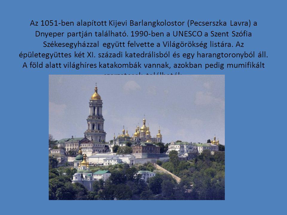 Az 1051-ben alapított Kijevi Barlangkolostor (Pecserszka Lavra) a Dnyeper partján található.