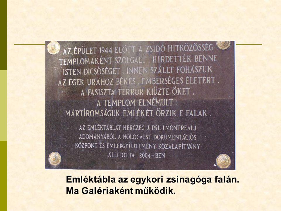 Emléktábla az egykori zsinagóga falán.