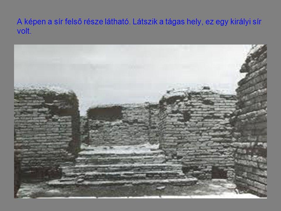 A képen a sír felső része látható