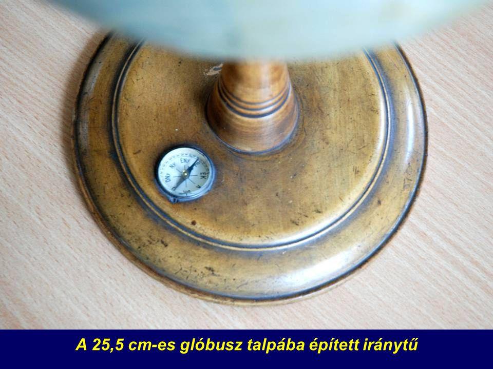 A 25,5 cm-es glóbusz talpába épített iránytű
