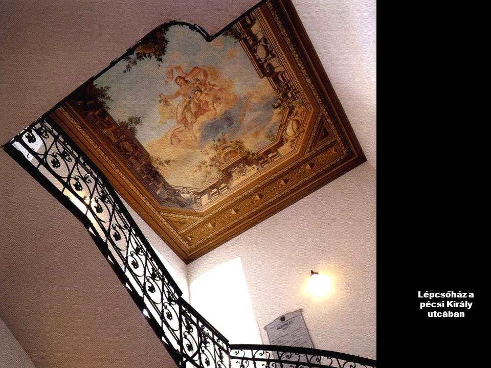 Lépcsőház a pécsi Király utcában