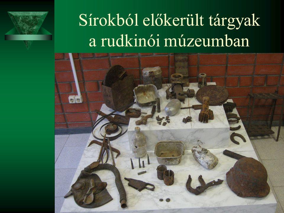 Sírokból előkerült tárgyak a rudkinói múzeumban