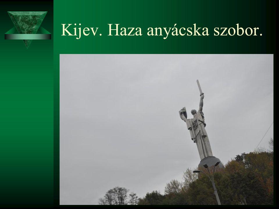 Kijev. Haza anyácska szobor.