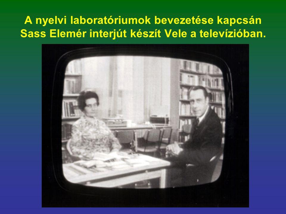 A nyelvi laboratóriumok bevezetése kapcsán Sass Elemér interjút készít Vele a televízióban.