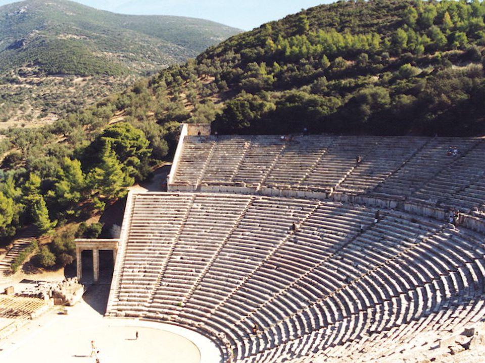 A legnagyobb és legépebb máig fennmaradt ókori görög színház az epidauroszi: a félkörben elhelyezkedő 34 sor közel 2400 éves