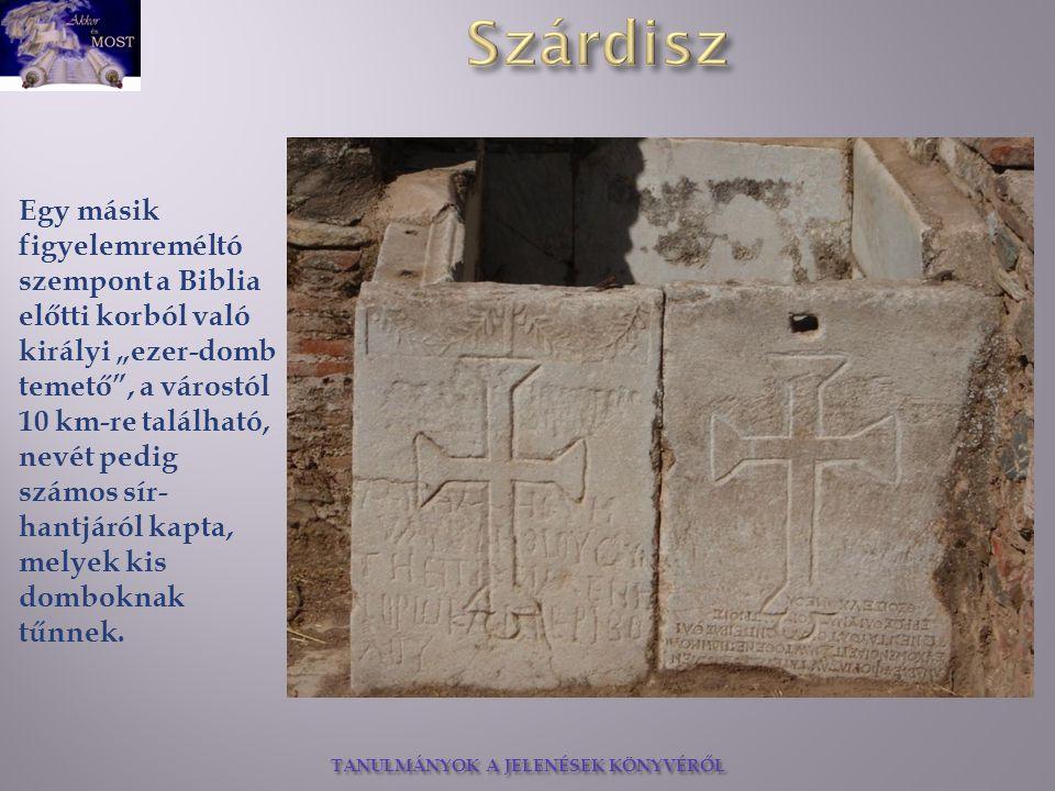 """Egy másik figyelemreméltó szempont a Biblia előtti korból való királyi """"ezer-domb temető , a várostól 10 km-re található, nevét pedig számos sír-hantjáról kapta, melyek kis domboknak tűnnek."""
