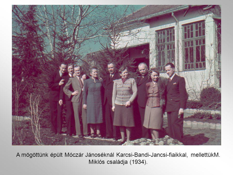 Javítva A mögöttünk épült Móczár Jánoséknál Karcsi-Bandi-Jancsi-fiaikkal, mellettükM.