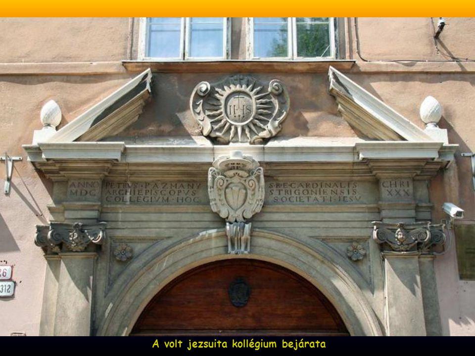 A volt jezsuita kollégium bejárata