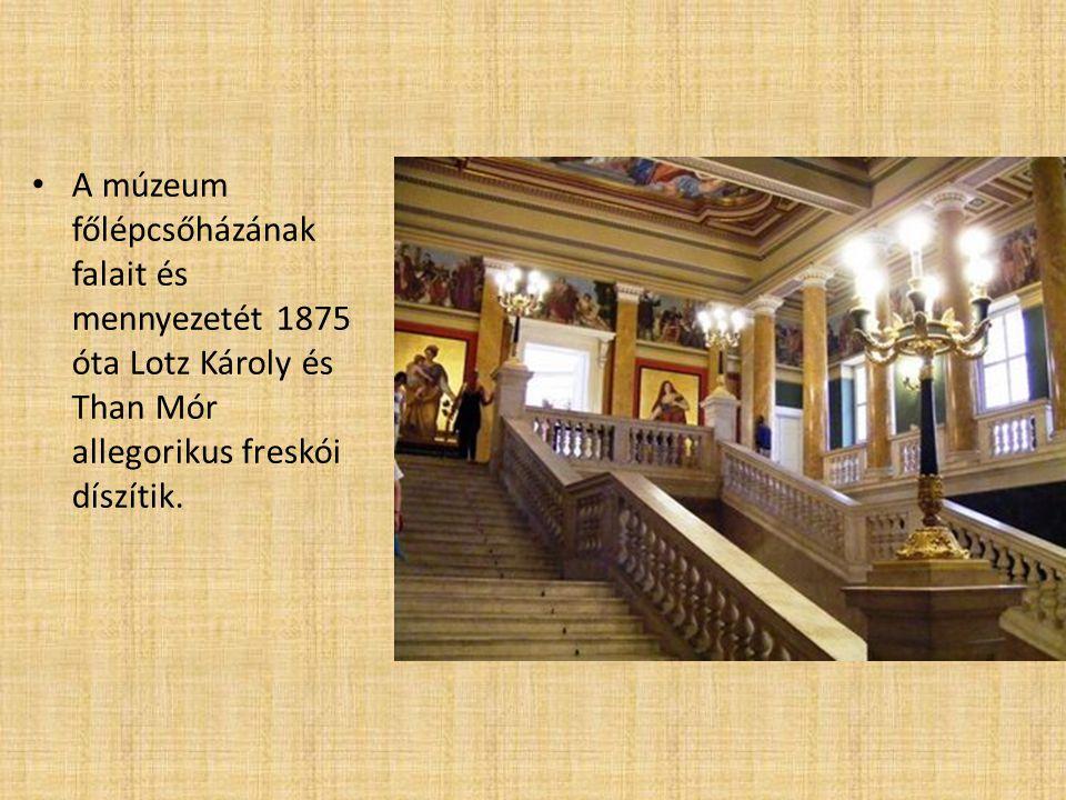 A múzeum főlépcsőházának falait és mennyezetét 1875 óta Lotz Károly és Than Mór allegorikus freskói díszítik.
