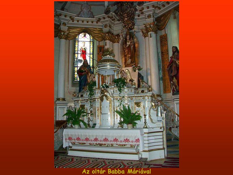 Az oltár Babba Máriával