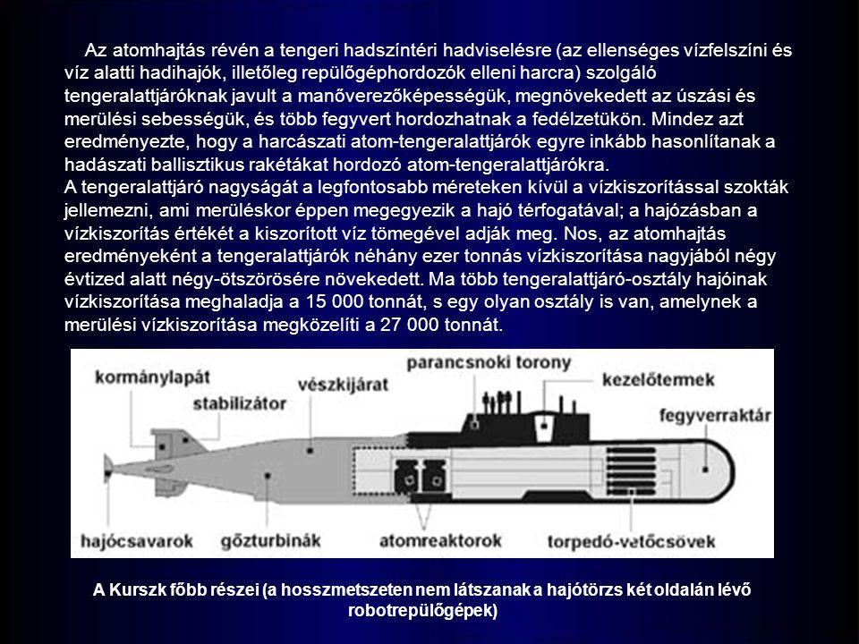 Az atomhajtás révén a tengeri hadszíntéri hadviselésre (az ellenséges vízfelszíni és víz alatti hadihajók, illetőleg repülőgéphordozók elleni harcra) szolgáló tengeralattjáróknak javult a manőverezőképességük, megnövekedett az úszási és merülési sebességük, és több fegyvert hordozhatnak a fedélzetükön. Mindez azt eredményezte, hogy a harcászati atom-tengeralattjárók egyre inkább hasonlítanak a hadászati ballisztikus rakétákat hordozó atom-tengeralattjárókra.