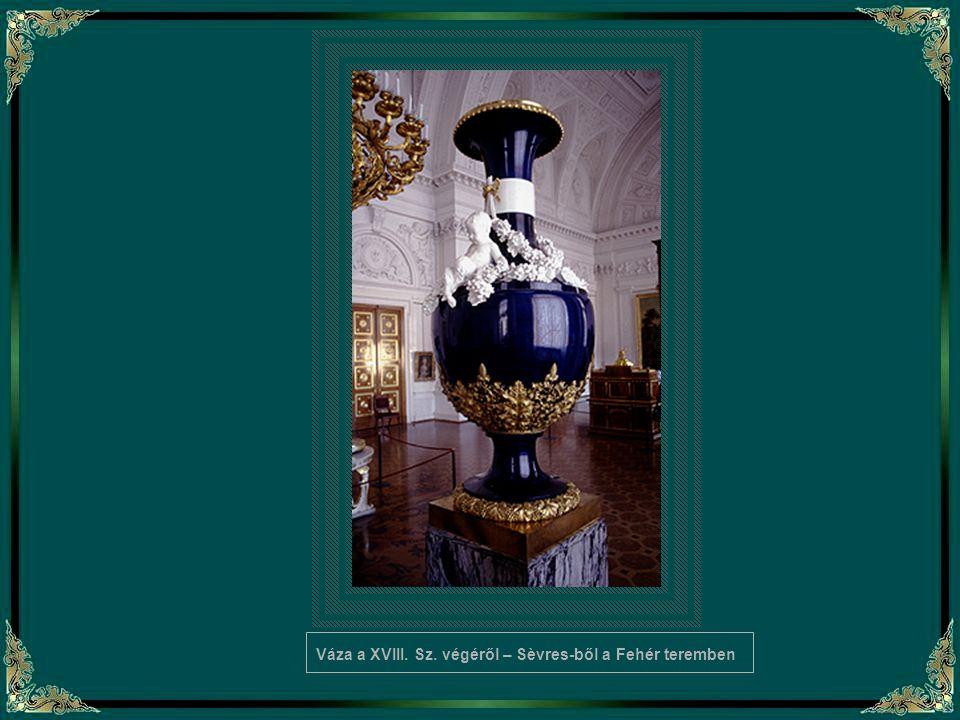 Váza a XVIII. Sz. végéről – Sèvres-ből a Fehér teremben