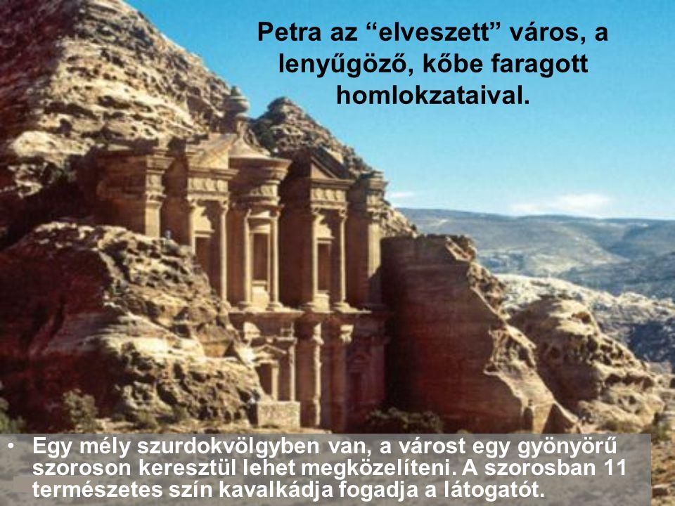 Petra az elveszett város, a lenyűgöző, kőbe faragott homlokzataival.