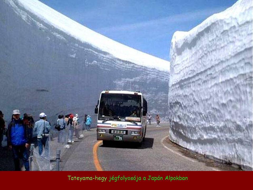 Tateyama-hegy jégfolyosója a Japán Alpokban