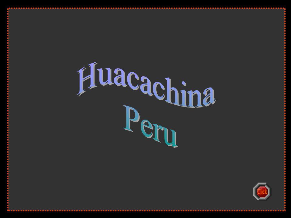 Huacachina Peru. Peru délnyugati részén, a forró sivatagban, Ica város közelében van egy természetes kis tó: a Huacachina Oázis.