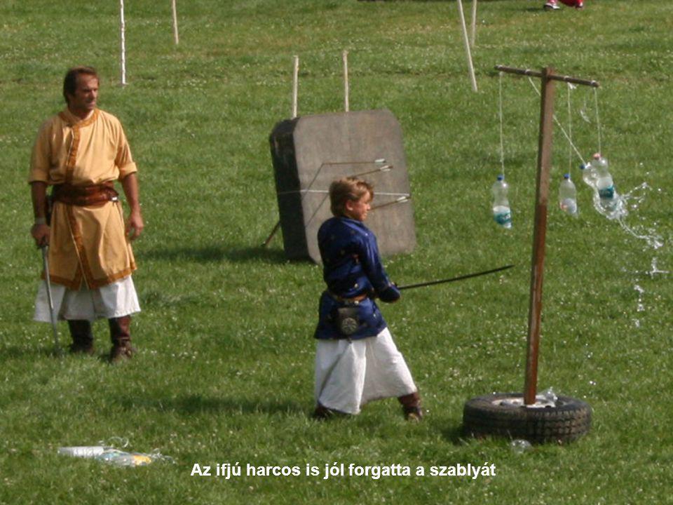 Az ifjú harcos is jól forgatta a szablyát