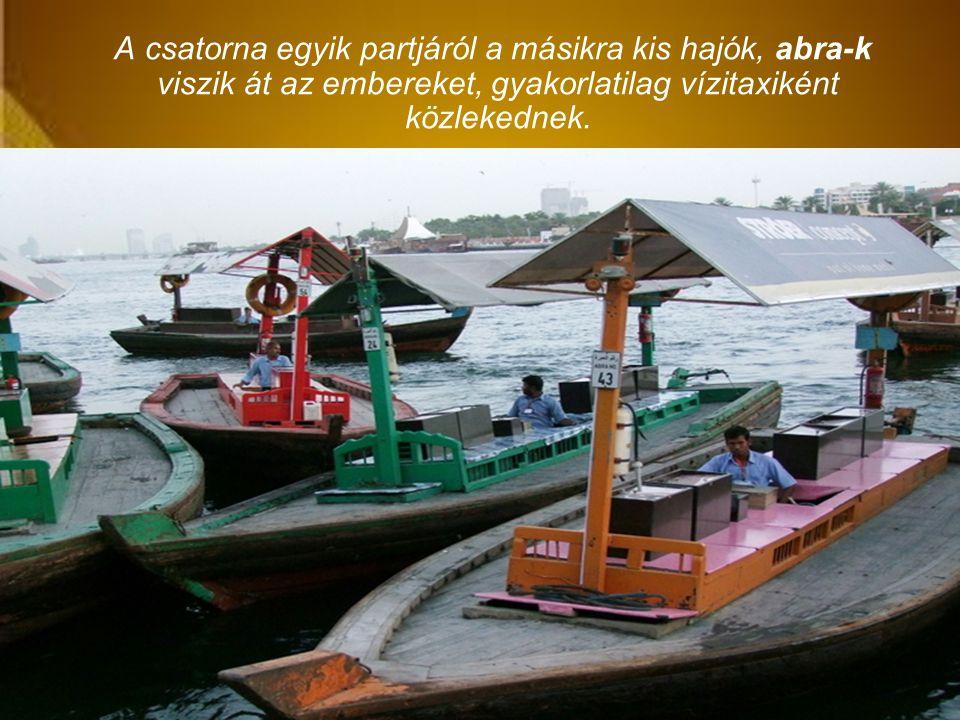 A csatorna egyik partjáról a másikra kis hajók, abra-k viszik át az embereket, gyakorlatilag vízitaxiként közlekednek.