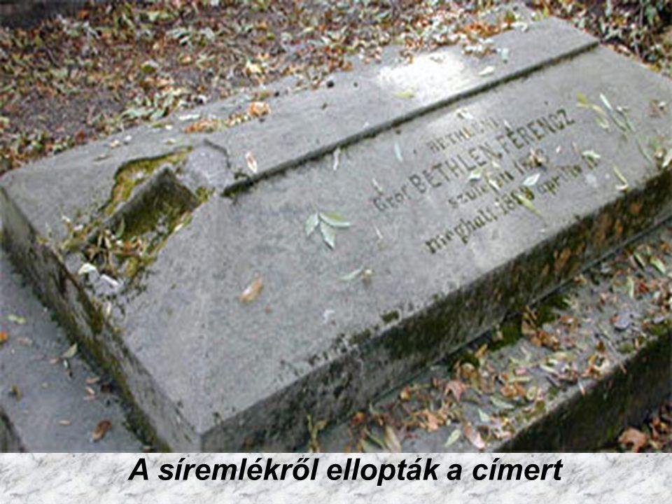 A síremlékről ellopták a címert