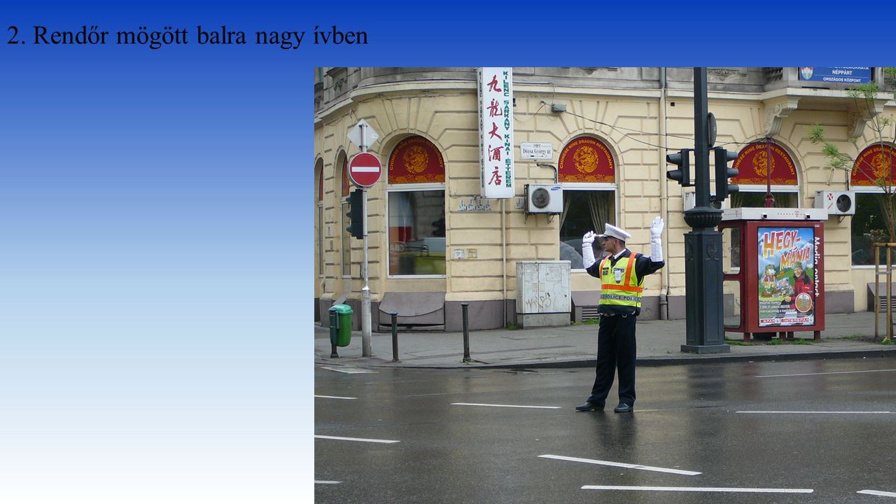 2. Rendőr mögött balra nagy ívben