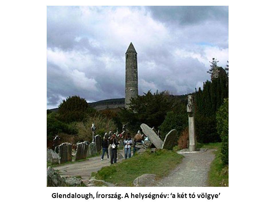 Glendalough, Írország. A helységnév: 'a két tó völgye'