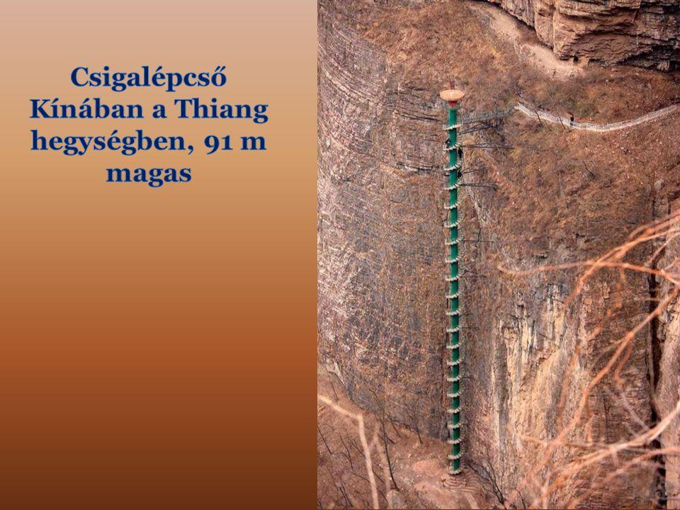 Csigalépcső Kínában a Thiang hegységben, 91 m magas