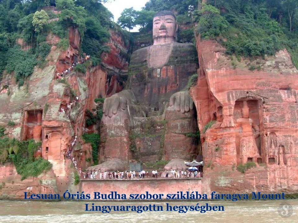 A Leshan Óriás Buddha A Leshan Óriás Buddha monumentális Buddha-szobor faragott a szikla a Mount Lingyuaragottn Sichuan.