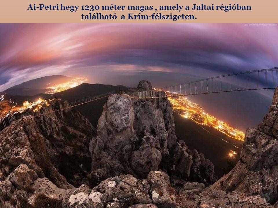 Ai-Petri hegy 1230 méter magas , amely a Jaltai régióban található a Krím-félszigeten.