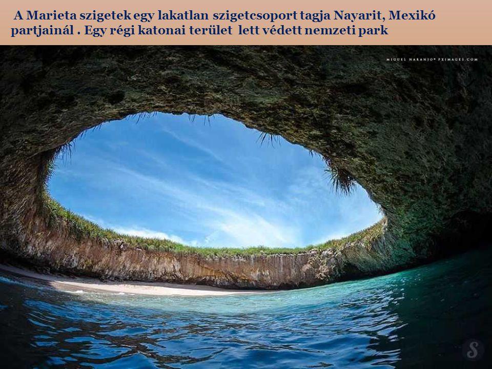 A Marieta szigetek egy lakatlan szigetcsoport tagja Nayarit, Mexikó partjainál .