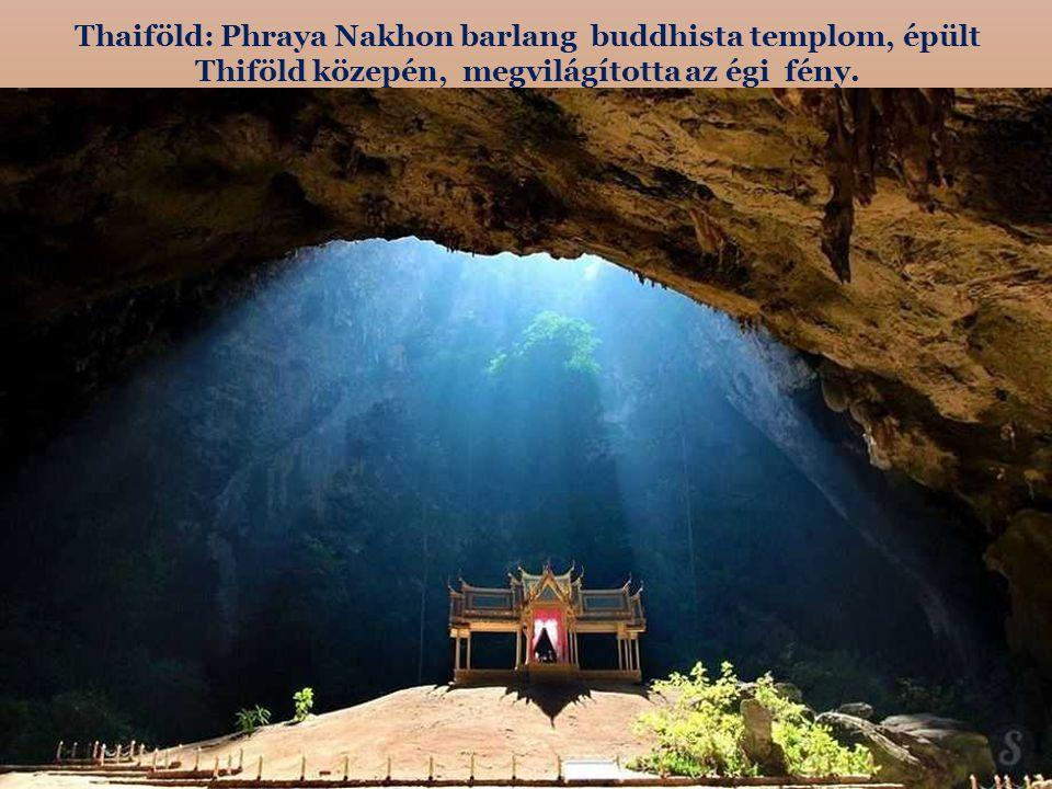 Thaiföld: Phraya Nakhon barlang buddhista templom, épült Thiföld közepén, megvilágította az égi fény.