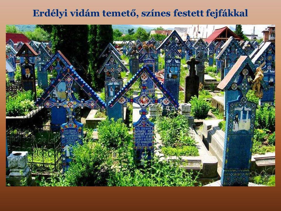 Erdélyi vidám temető, színes festett fejfákkal