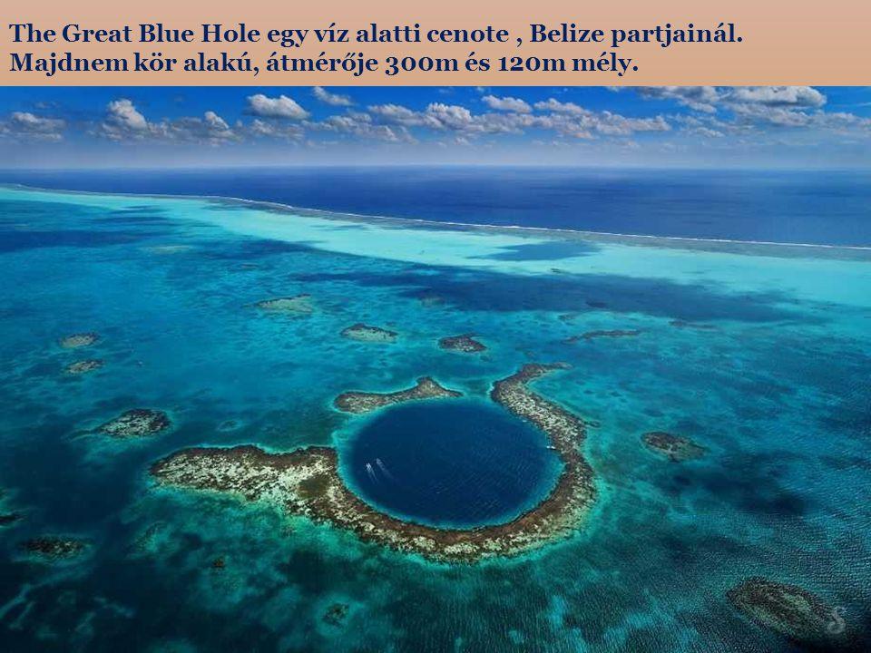 The Great Blue Hole egy víz alatti cenote , Belize partjainál