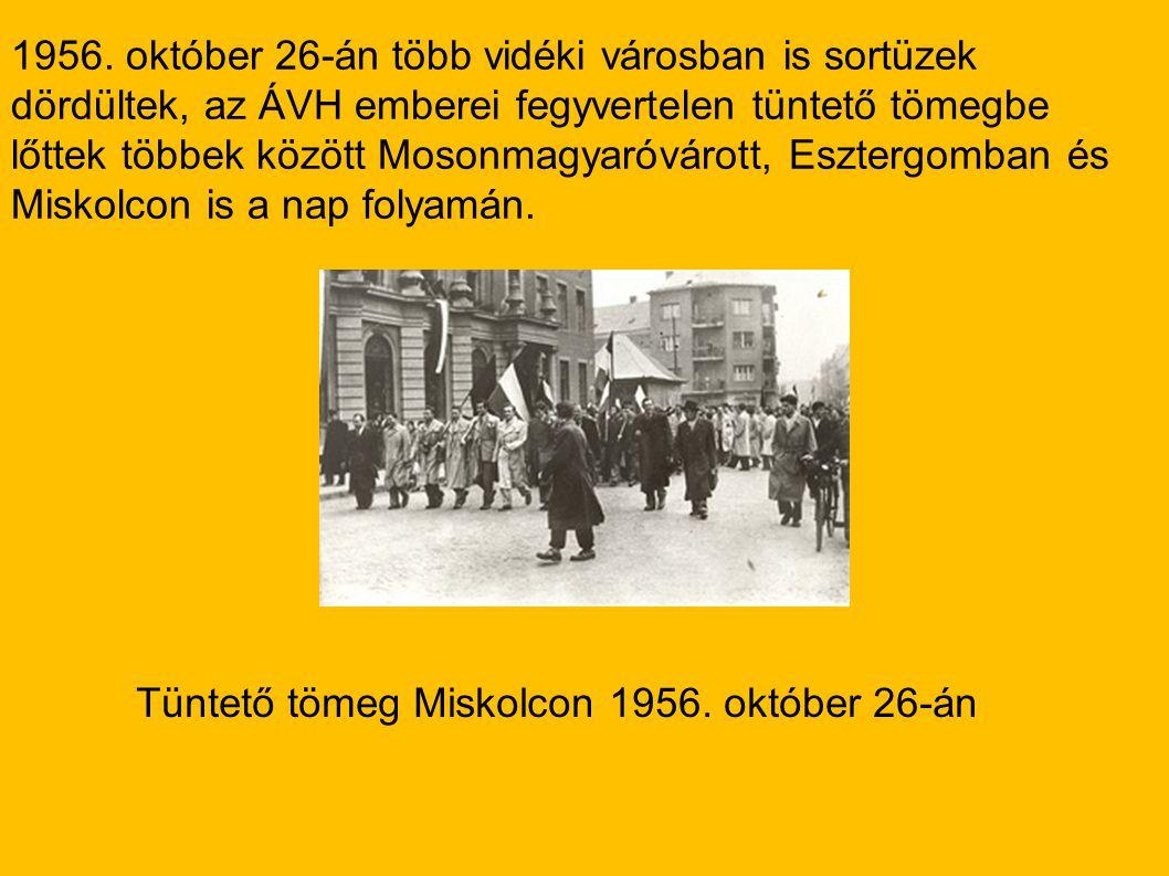 Tüntető tömeg Miskolcon 1956. október 26-án