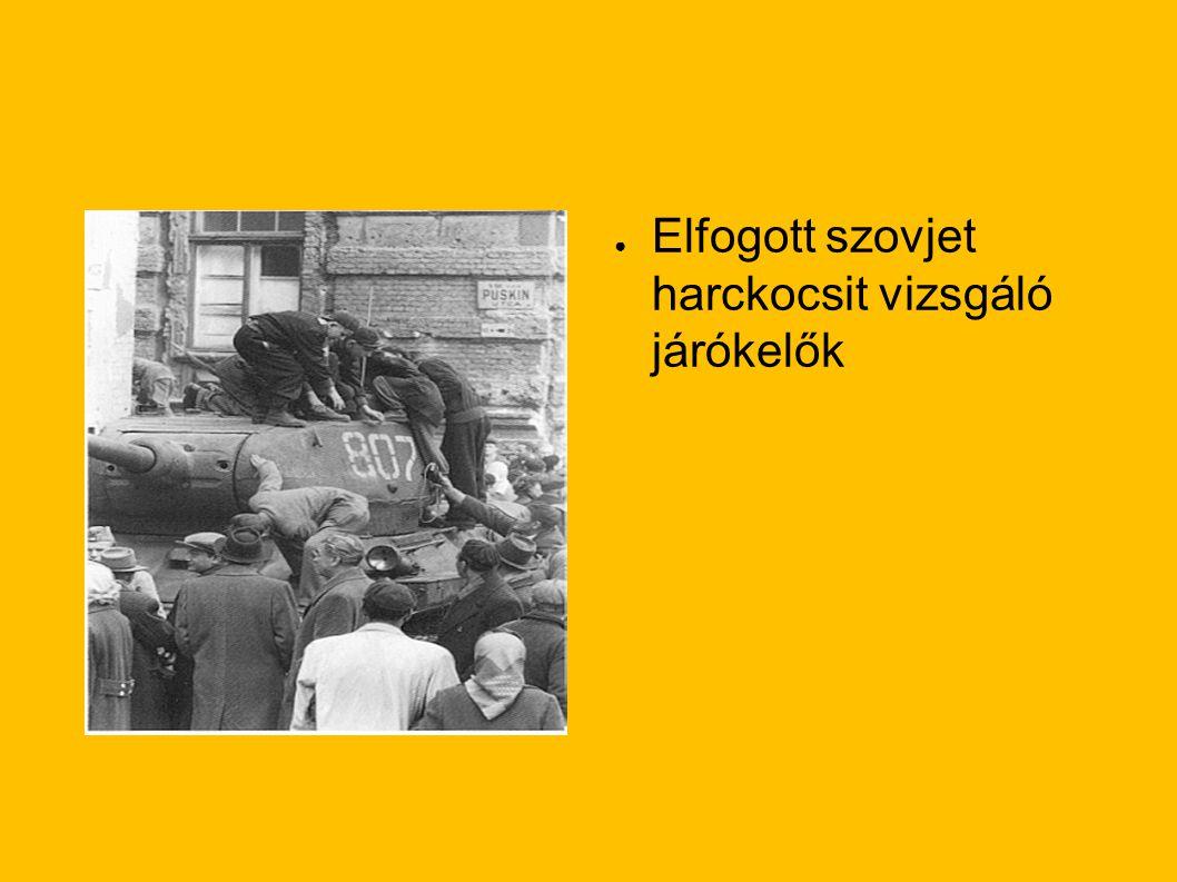 Elfogott szovjet harckocsit vizsgáló járókelők