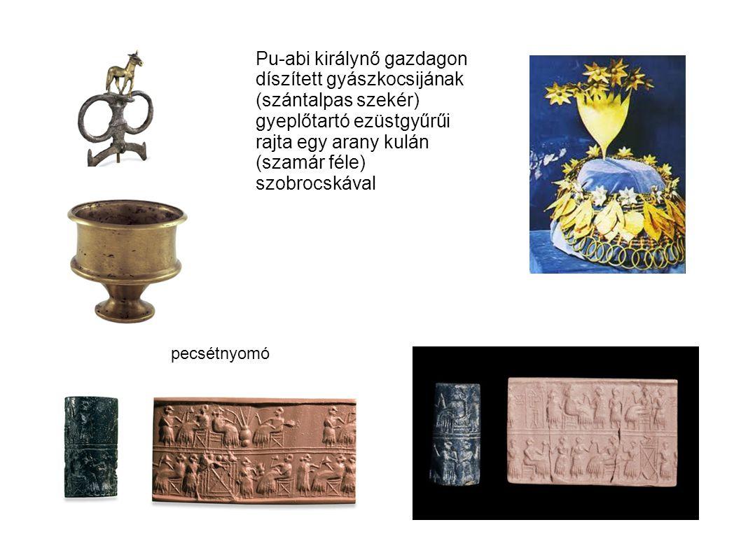Pu-abi királynő gazdagon díszített gyászkocsijának (szántalpas szekér) gyeplőtartó ezüstgyűrűi rajta egy arany kulán (szamár féle) szobrocskával